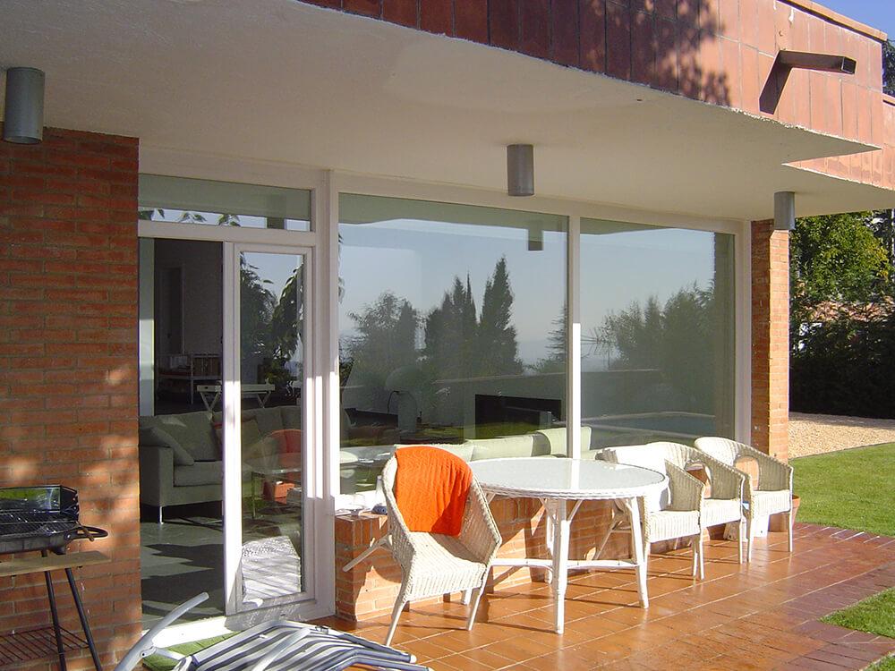 Casa en Bellaterra con ventanas de pvc Finstral color blanco