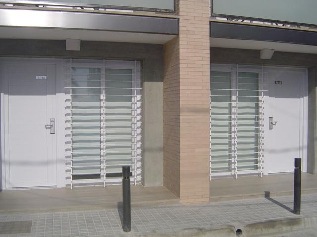 Puertas en apartahotel de Castelldefels