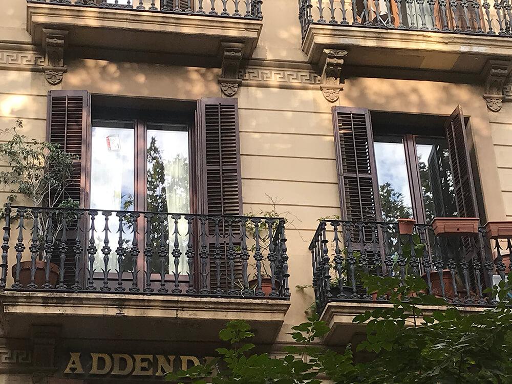 Ventanas de aluminio y pvc en un piso de Barcelona