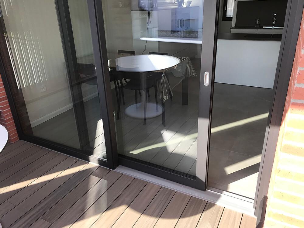 Corredera elevadora de aluminio con solera plana