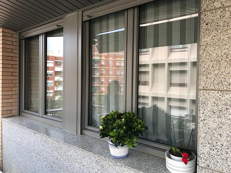 Ventanas aislantes en aluminio y PVC en Cornellá